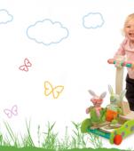 Jucării din lemn destinate bebelușilor