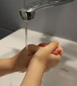 Copiii sunt amenințați de gripă iar în școli nu există săpun la toalete. Ce spune ministrul? Dați-le șervețele umede de acasă