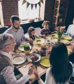 Am voie să îmi vizitez părinții de Paște? Răspunsuri de la Ministerul de Interne privind carantina în perioada sărbătorilor pascale
