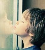 Momente grele pentru familiile copiilor cu autism în carantină. Ce sfaturi are psihologul