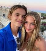 Fiul mijlociu al lui David Beckham este îndrăgostit! Iubita lui a fost angajată de Victoria Beckham