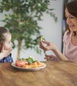 7 trucuri eficiente de la părinții care și-au convins copiii să mănânce legume
