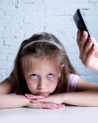 Lasă jos telefonul și privește-ți copilul în ochi!