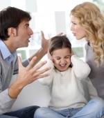 7 comportamente de cuplu care afecteaza dezvoltarea copilului