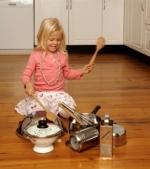 Idei de jocuri pentru copii folosind obiecte casnice