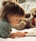 Cum iti inveti copilul sa citeasca: 10 idei de activitati simple