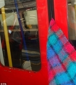 Moment terifiant la metrou: O femeie a fost tarata de trenul in miscare dupa ce si-a prins esarfa in usa