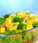 Salata cu piept de pui si broccoli