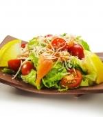 Salata cu somon si cascaval