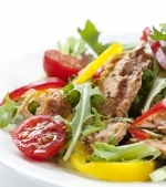 Salata de cod cu ardei gras si cartofi
