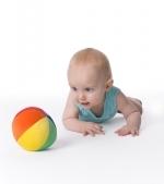 Jocuri si activitati pentru bebelusi cu o simpla minge