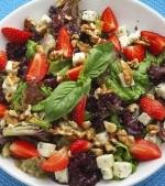 Salată de căpşuni cu gorgonzola