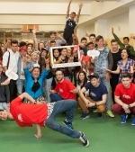 """O comunitate activă de 28.000 de adolescenţi din 14 oraşe şi 2 comune  au decis: """"Suntem generaţia în mişcare!"""""""
