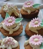Dulce de Revelion: Briose cu morcovi si glazura cu crema de branza dulce