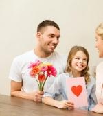 10 idei de felicitări de Ziua Mamei pe care tații le pot face cu copiii