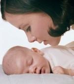 Cum il inveti pe bebe sa doarma fara tine?