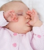 Bebelusul meu isi suge degetul. Ce sa fac?