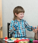 12 moduri ingenioase de a distra copilul toată ziua