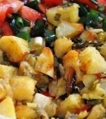 Reteta de post: Cartofi cu usturoi verde la cuptor
