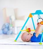 Ghid pe vârste: jucăria ideală pentru fiecare prag de dezvoltare a bebelușului