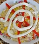 Salata din cus-cus, branza proaspata si oua
