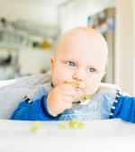 Autodiversificarea sau baby led weaning: soluția pentru un copil care papă tot