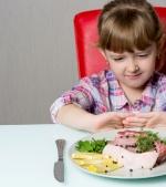 14 semne că ai un copil care nu mănâncă suficientă carne
