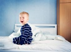 10 motive care explică de ce copilul tău nu vrea să doarmă singur
