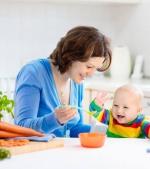 Trucuri inedite: cum transformi masa bebelușului într-o activitate relaxantă și pentru tine