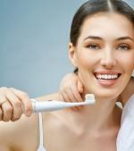 9 greșeli pe care le faci atunci când îți înveți copilul să se spele pe dinți