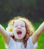 5 emoții pozitive care trebuie să facă parte zilnic din viața copilului tău