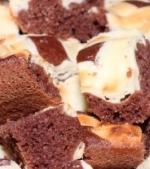 Prajituri de post: Chec pufos cu dulceata de capsuni si cacao