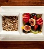 Salata de fructe exotice cu cereale si iaurt