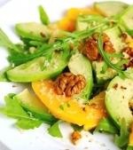 Salate de fructe cu avocado si nuci