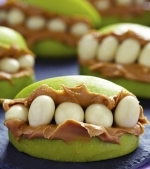 Sandvisuri din mar cu unt de arahide pentru Halloween