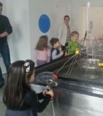Reportaj Qbebe: Oraselul Cunoasterii, primul muzeu unde copiii fac experimente alaturi de parinti