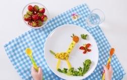 30 de idei de aranjare a legumelor si fructelor pe farfurie pentru copiii mofturosi