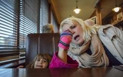 10 moduri prin care copilul tău te poate face de râs în public