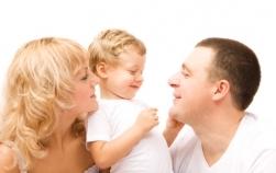 Greşeli ale părinţilor care duc la copii râzgâiaţi