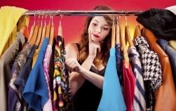 10 piese vestimentare pe care o mamă stilată nu trebuie să le poarte