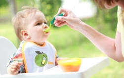 Top 5 accesorii utile cu care să începi diversificarea la bebeluși