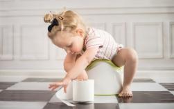 Mărturii de mămici: la ce vârstă ai început să pui pe bebe pe oliță?