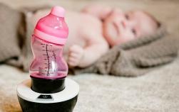 Produse moderne pentru bebelușii milenari: biberoanele S ergonomice și încălzitorul special