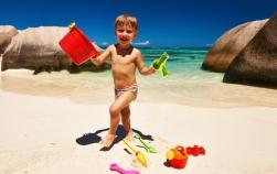 Ce trebuie sa stii cand mergi cu bebelusii si copiii mici la plaja. 11 sfaturi salvatoare