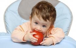 Dilema mamelor: Oare mananca suficient copilul meu mic?