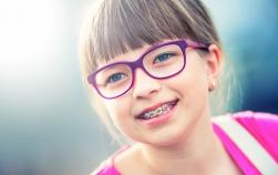 12 semne care îți spun că al tău copil ar putea avea nevoie de un aparat dentar
