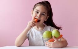 5 metode inspirate pentru a crește aportul de vitamine din alimentația copiilor tăi