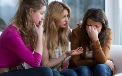 Vorbele pe care trebuie să i le spui prietenei tale care a pierdut o sarcină