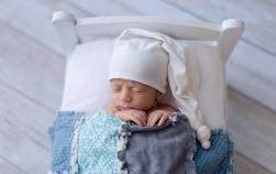 De ce bebelușul nu TREBUIE să poarte căciulă în casă (cu dedicație pentru bunicuțe)