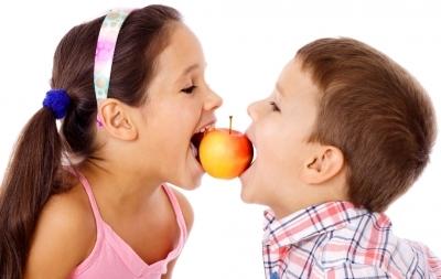 Cele mai bune alimente pentru dinții copiilor
